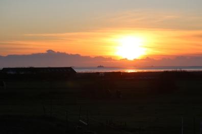 Sonnenaufgang über dem Wattenmeer (Blick aus dem Wohnbereich)